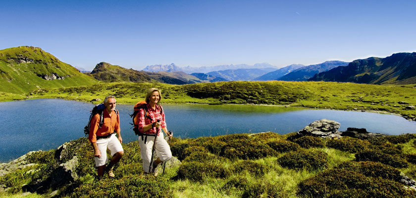 Austria_Saalbach-Hinterglemm_Hikers-lake-view.jpg